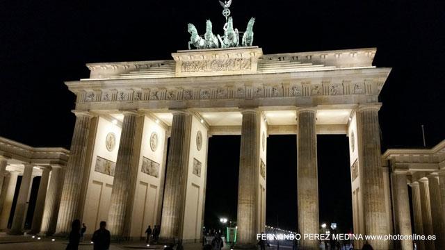 Puerta de Brandenburgo, Berlín, Alemania 640w